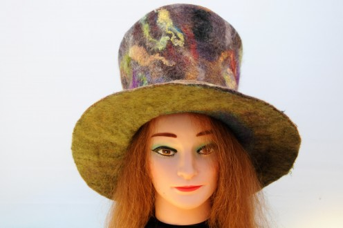 How to Use a Plastic 'Hat Shaper' to Make a Wet Felted Top Hat