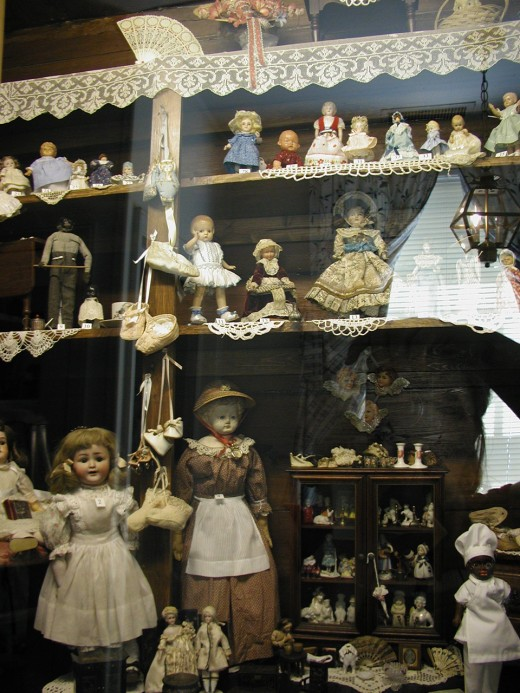 The Jean Lightfoot Doll Collection at Haywood Hall House and Gardens Raleigh (Wake County, N.C.)