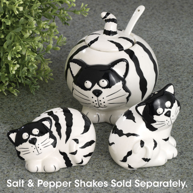 Don't you just love this cat salt & pepper shaker set ... and the sugar bowl is just sweet.