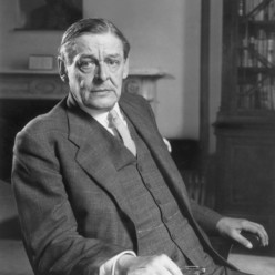 How T.S Eliot's Poetry Explores the Relationship Between Individuals and Their Worlds