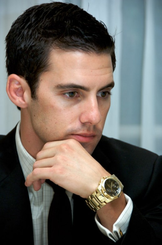 I love this photo. The hand, the watch, the pensive look. Guh!