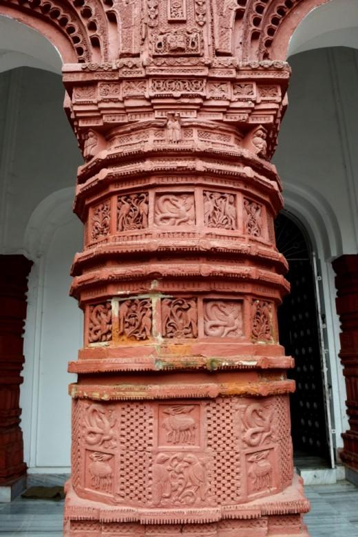 Decorations on pillar : Nandadulal Jiu temple, Gurap