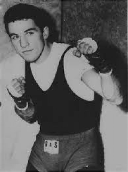 Harold Gomes was a world champion as a junior lightweight and a top 10 contender when competing in the featherweight divisions.