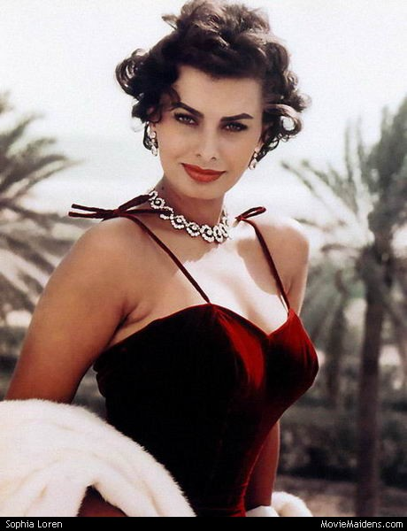 Sophia Loren bringing the glamour in jewel-toned velvet.