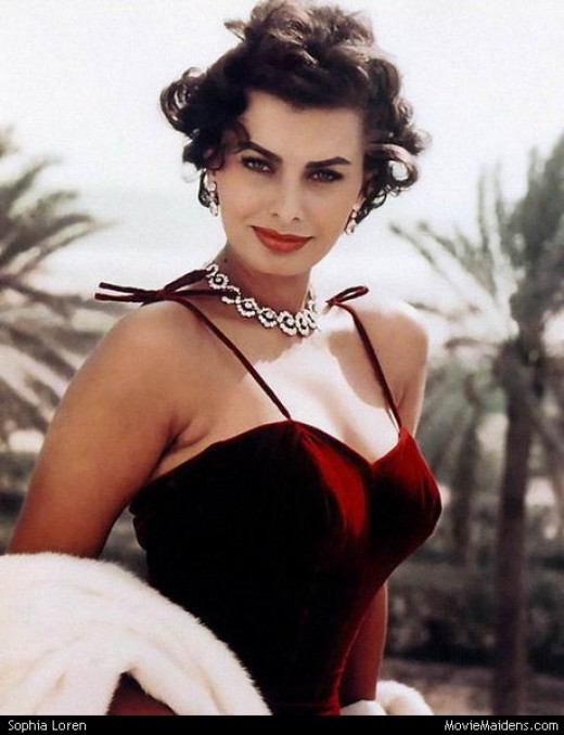 Sophia Loren bringing the glamour in jewel-toned velvet.