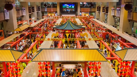Many shopping malls host festive bazaars during Chinese New Year in Singapore too. These tend to feature renowned caterers and hotel confectioneries.