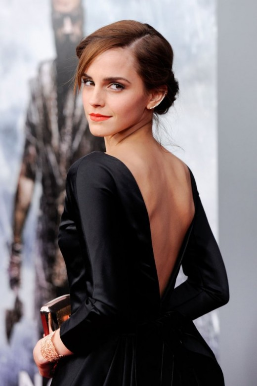 Is there anyone more lovely than Emma Watson?  In a deceptively simple shift, she radiates poise, elegance, and grace, the perfect role model for this style.