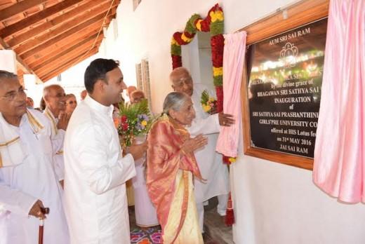 Devaki Bhat (Anna's sister) inaugurating Sri Sathya Sai Prashanthiniketanam (Girls) Campus at Madiyala in the Divine Presence
