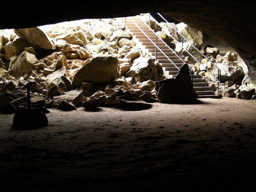 Interior, near entry stairs, to the Subway Cave; light is still visible, but hints of darkness and shadow begin to appear