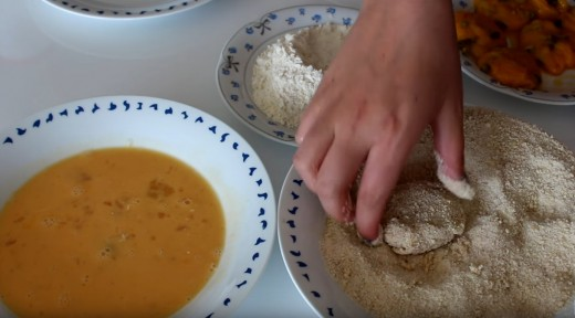 Mix each ball with breadcrumbs.