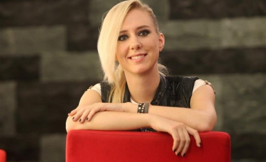 3rd choice Christine Welch (Original a western oversea student to Taiwan, later become a Taiwan pop star)
