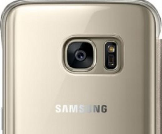 Rear camera shown through a Gold Case