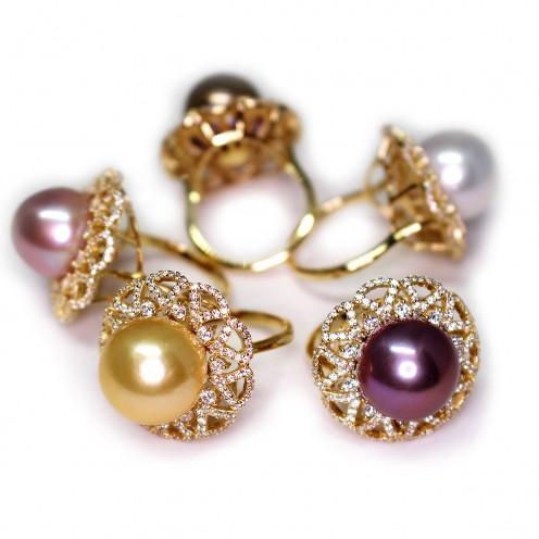 The gorgeous colors in this set gives you a variety  of pearl rings to choose from!