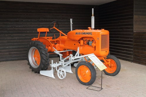 Antique American tractor by Allis Chalmers.