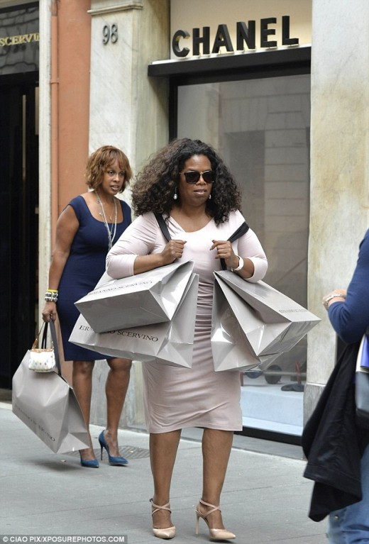 Oprah Winfrey and Gayle King used their air miles to fly to Italy for some retail therapy.  The bag is the key.  No plastic store bags for power-shoppers.