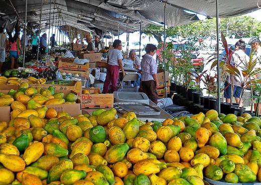 Papaya vendors at Hilo Farmers Market.