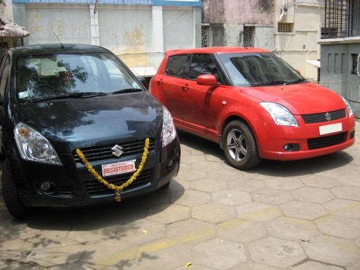 Maruti Ritz is in red color in this pic and Maruti Swift is in black color