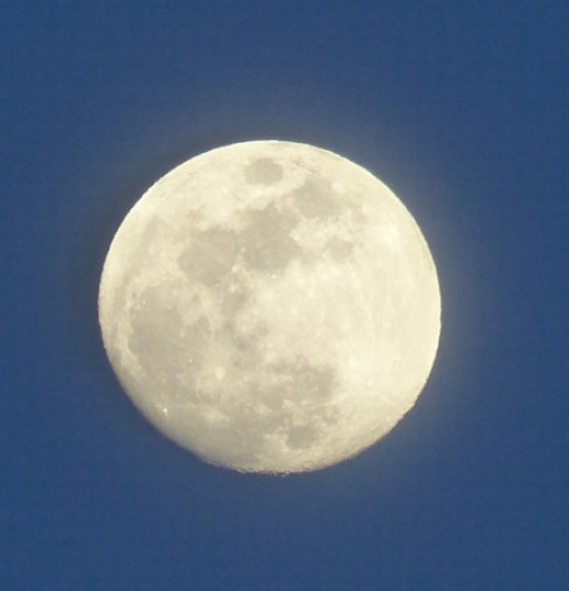 Just wonderful to get this early evening moonshot!