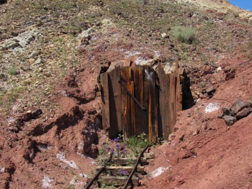 Abandoned mine shaft, Calico.