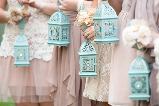 Lanterns: an alternative to bridesmaids' boquet