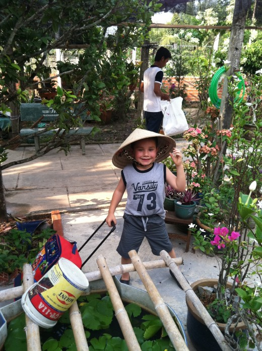 He duly loves mom & dad and grandma and grandpa.  ông nội & bà nội In Vietnamese