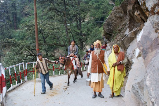 Pilgrims on the road to Yamunotri