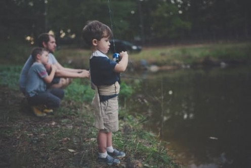 All children love to go fishing.