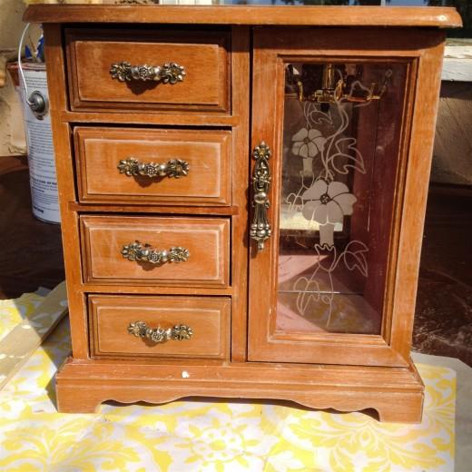 Old wood jewellery box