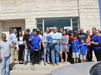 MMEX along side Ft. Stockton Chamber of Commerce Ambassadors for the new office ribbon cutting ceremony. (Image courtesy of MMEX Resources Corporation)