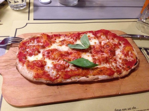 Pinsa with Margherita topping