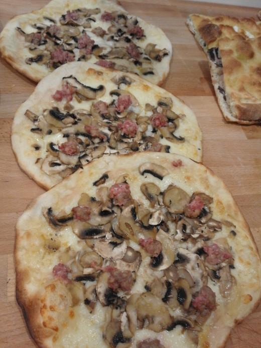 Funghi e Salsiccia Pizza