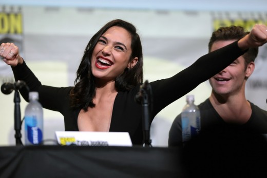 Gal Gadot (right) and Chris Pine (left) at the 2016 San Diego Comic Con.
