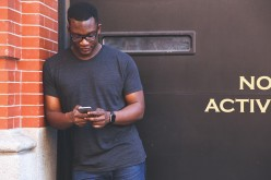 Is Your Boyfriend Texting Another Girl? 5 Things You Should Do Right Now