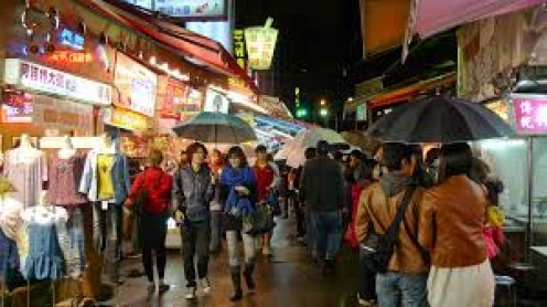 Shopping, dining and entertainment is a 24 hour per day business in Taiwan.