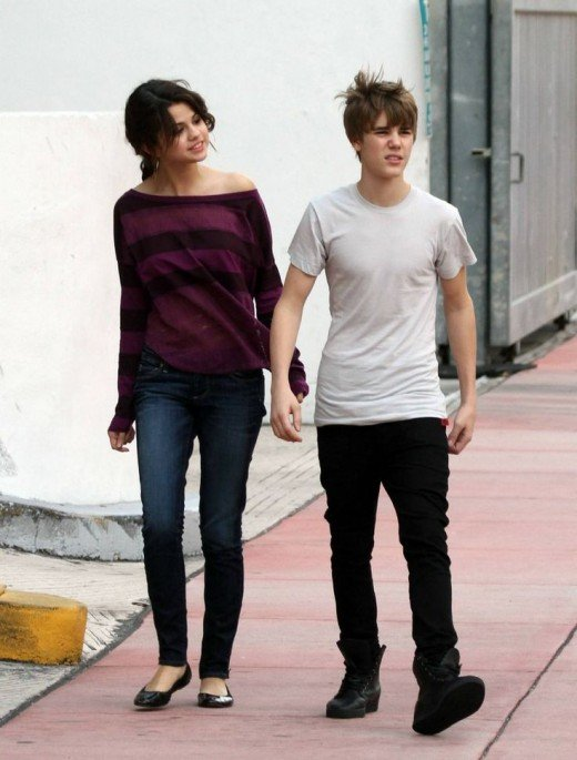 Justin  and Selena out in Miami beach,  18 December 2010