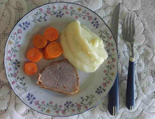 One of my favourites: mashed potatoes, steamed carrots and a well done steak. (1)