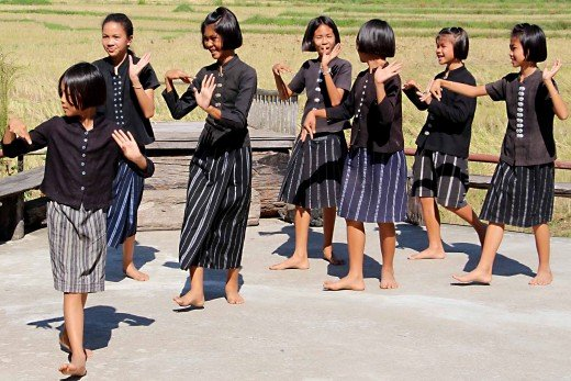 Young dancers at the museum dressed predominantly in black. 'Tai Dam' literally means 'The Black Thais' and refers to their traditional black clothing