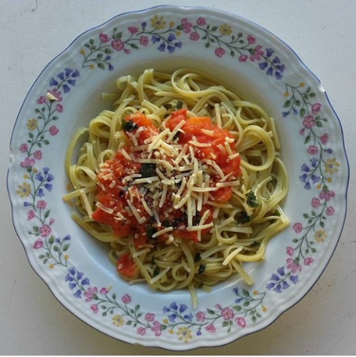 Fast and easy to make: spaghetti, diced tomatoes, basil, cheese and olive oil. (2)
