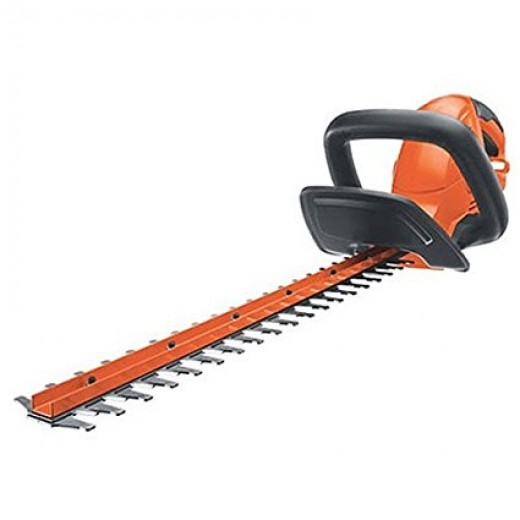 """The Black and Decker HT22 has a comfortable wrap around grip and is easy to hold and orientate.  Safety features include a lock-off switch that stops starting it by accident.  The HT22 is powered by a 4.0 amp motor, capable of cutting 3/4"""" branches."""