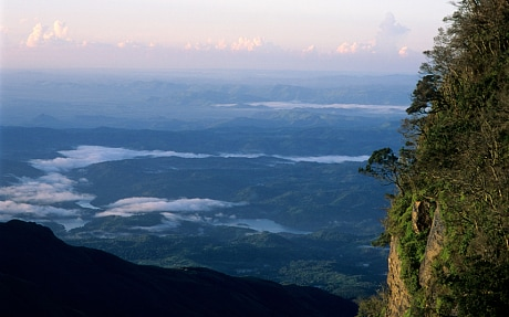 It's a huge rock, with a drop of about 1,000 meters. It is one of the most visited parts of the Horton Plains National Park and is a major tourist attraction in Sri Lanka.