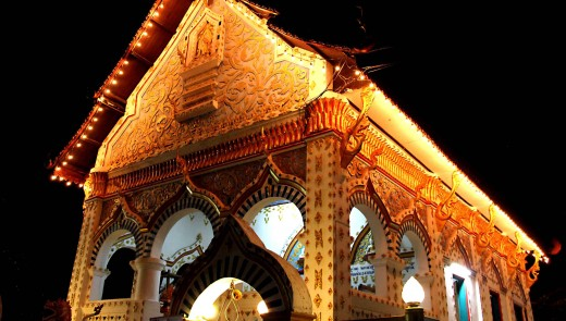 Wat Tha Khok at the eastern end of Chiang Khan Is one of the most attractive temples in town - especially at night when it is seen at its glittering best.