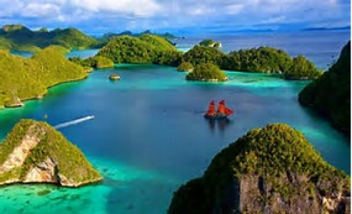 I know one thing for sure. These islands in Indonesia really look nice and ready for boats rides, sailing and fishing.