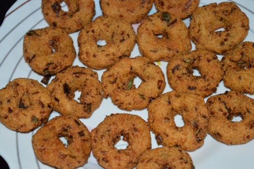 You can eat these crunchy vadas even without any accompaniments.