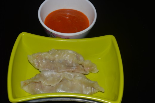 Veg dim sum served with garlic-tomato chutney