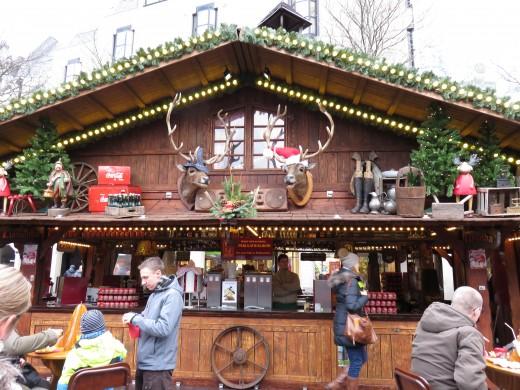Singing moose and deer head at Bonn Christmas markets