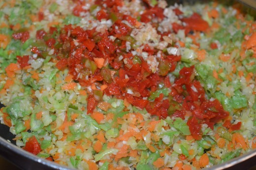 Step six: Add chopped vegetables one by one into the pan. Stir-cook them.