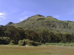 The majestic Mt. Apo (courtesy of http://travel.webshots.com/photo/2590683290102172752vfzWtg)
