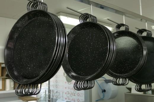 restaurant paella pans