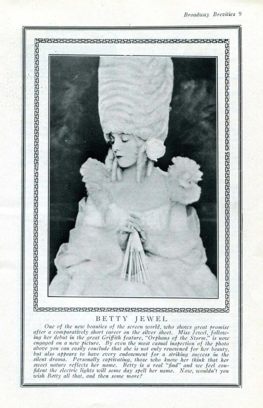 This 1922 magazine made the first mention of Betty Jewel's film career.