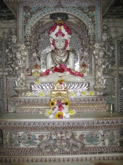 Travel Kolkata: Parasnath Jain Temple (Glass temple)